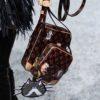 ルイヴィトンの手書き風のネコやイヌのモチーフの新作バッグ